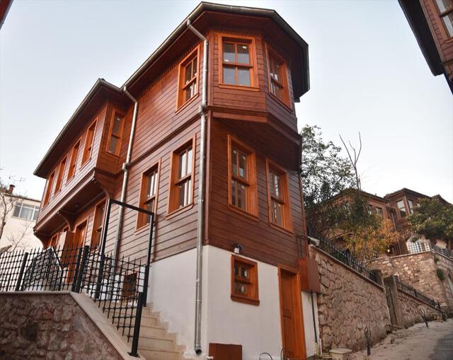 İzmir ilinden tarihi bir ahşap yapı örneği