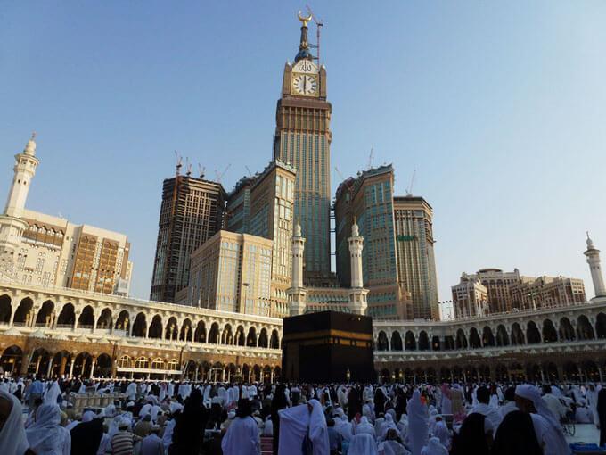Mekke Saat Kulesine  konumu ve mimarisi itibariyle Müslümanlar yoğun ilgi gösteriyor.