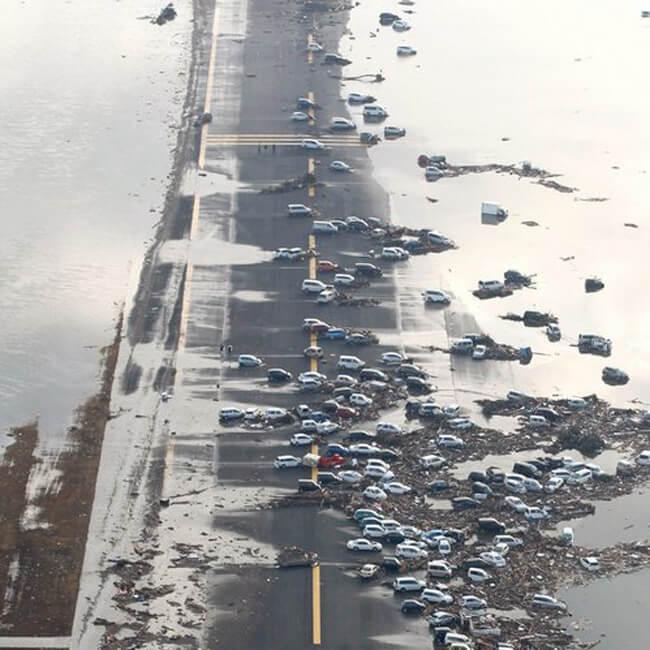 Sendai havaalanı deprem sonrası görüntü